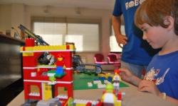 Pares i professors s'endinsen en la robòtica i programació