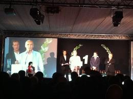 L'Àngel Aguirre, gerent de Globus Kon-Tiki recull el  Premi TIC 2011de la mà del MH President de la Generalitat Sr. Artur Mas