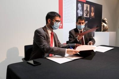 El conseller de Polítiques Digitals, Jordi Puigneró, i l'alcalde d'Igualada, Marc Castells, signen el conveni per posar en marxa el Col·laboratori Anoia-Igualada