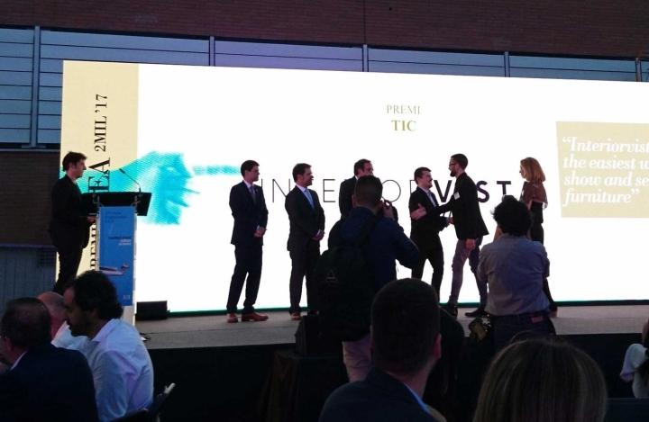Premi TICAnoia 2017 a InteriorVista per les aplicacions Metod i Pax per a IKEA - Recullen el premi Dani Ruiz i Karen Culillas de mans de Josep Rull, Conseller de Territori i Sostenibilitat de la Generalitat